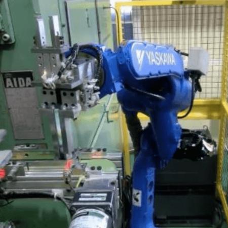 高温の鍛造加工製品のピッキング及び整列箱詰め工程にロボット導入した事例