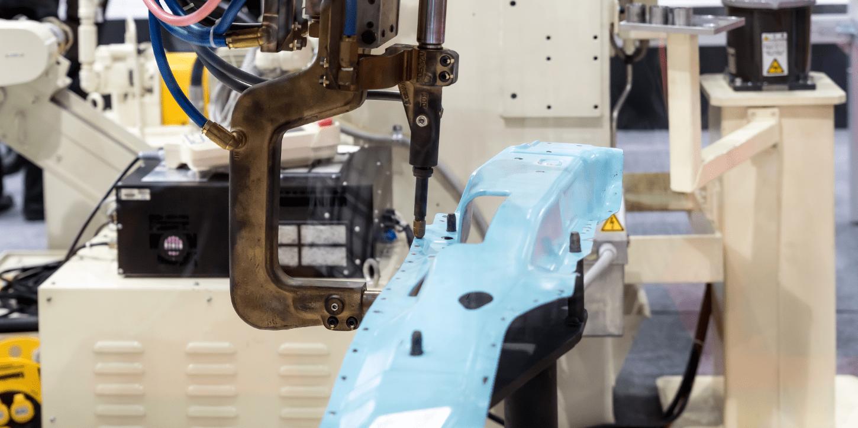 工場自動化に向けて産業用ロボットの特徴を知る